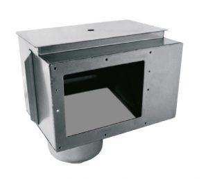 """Skimmer A-100 aus V4A. Mit Überlauf Ø 50 mm. Korb und Deckel aus Edelstahl im Lieferumfang enthalten. Ausgestattet mit einer Kammer zum Einbau eines Wasserstandsreglers 00256. Sauganschluss 2"""""""