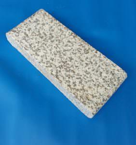 Beckenrandstein flach aus Granit