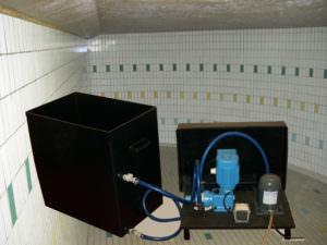 Dewemat ND mit Transport- und Mischbehälter sowie eines hochleistungs, säurebeständigem Aufsprühgerätes.