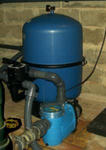 zweiteiliger Filterkessel aus Polypropylen Ø 500 mm, mit Pumpe Bettar 8