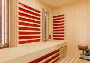 Beispiel einer Kombination von Flächenheizungen mit Keramikstrahlern mit einem Saunaofen,
