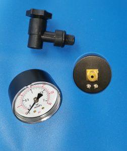 Manometer, Abgang hinten ⅛ AG mit T-Stück und Entlüftungsschraube