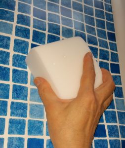 Radierschwamm groß zum Reinigen insbesondere mit ALPHA Gelb für Folien, Kunststoff und anderen glatten Flächen.