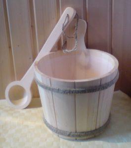 Saunakübel mit Kunststoffeinsatz u. Kelle