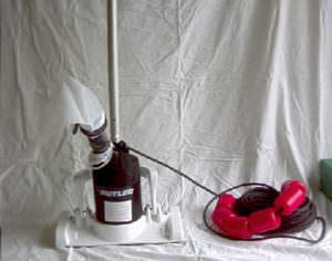 Bodensauger Butler. Mit Stange und eigener Pumpe mit Filtersack, Reinigung per Hand